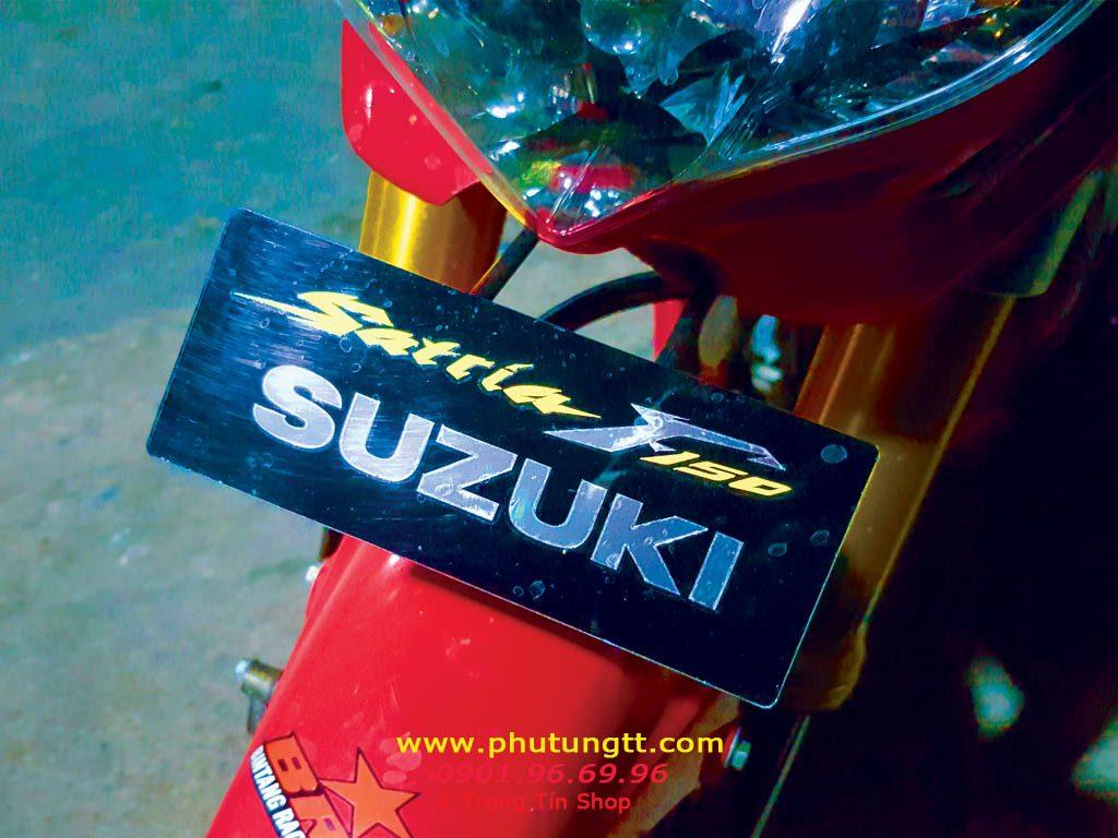 Pát biên số trước Suzuki, có các loại chữ: Satria F, Satria Fi, Raider 150, Raider Fi